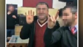 Bozkurt işareti yapan Türkler işten atıldı