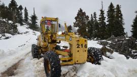 Akseki'de kardan kapanan yayla yolları açılıyor