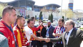 Gümrükçüoğlu, Trabzonspor ve Kayserispor taraftarlarıyla bir araya geldi