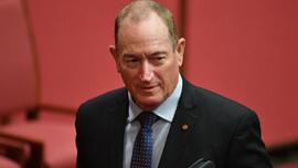 Avustralya Senatosu ırkçı senatörü affetmedi