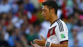 Mesut Özil'den Doğu Türkistan paylaşımı