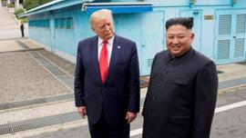 Trump: Kim bana füze yerine vazo gönderebilir