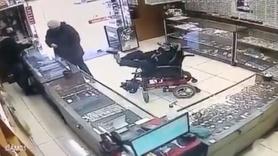 Sandalyeye bağlı engelli kuyumcu soymaya çalıştı