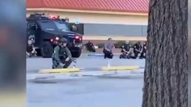 Amerikan polisiyle göstericiler arasında ilginç an