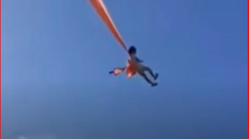 Uçurtmanın ipine dolandı 10 metre havalandı