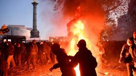 Fransa sokakları alev alev
