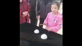 Minik sihirbazın yaptıklarına bakın