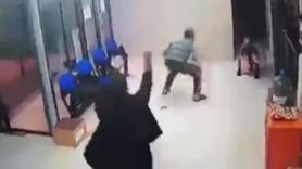 Çocuğunu kurtaran doktorun ayaklarına kapandı