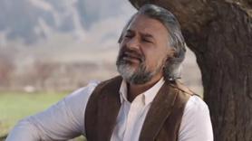 Vakıfbank reklamında türkü söyleyen kim?