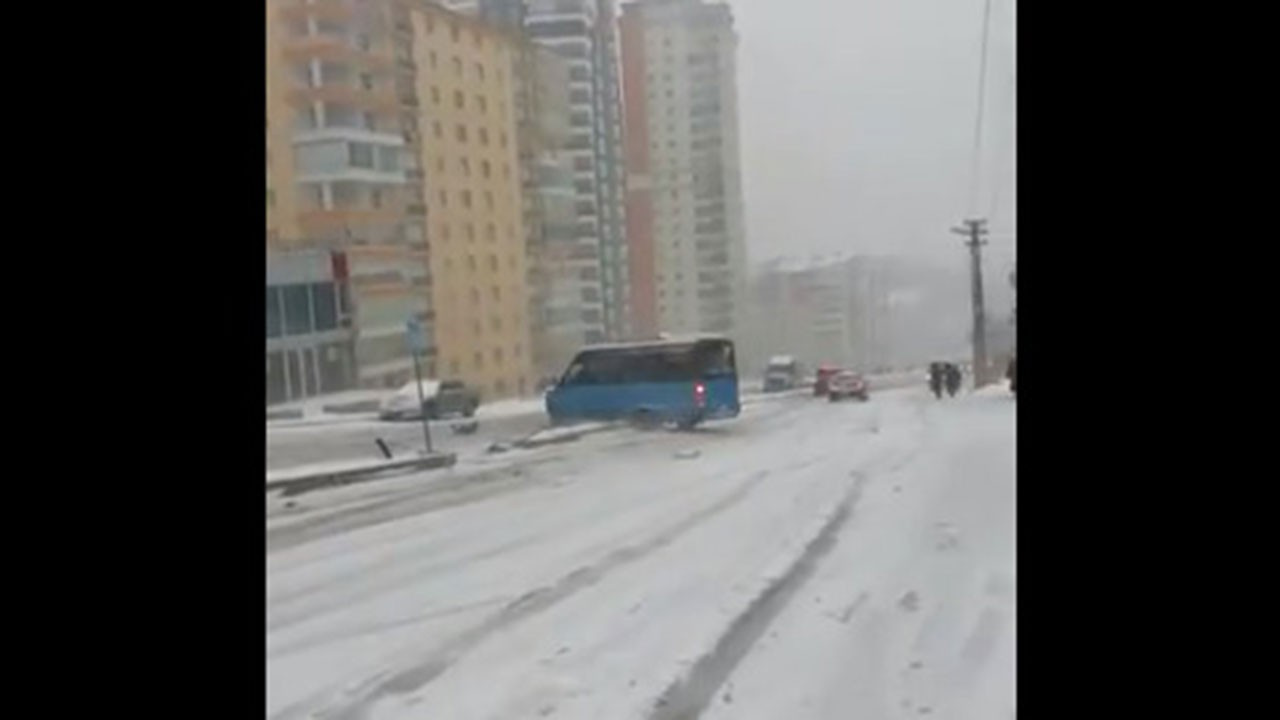 Kar, Ankaralı sürücüler için çileye dönüştü