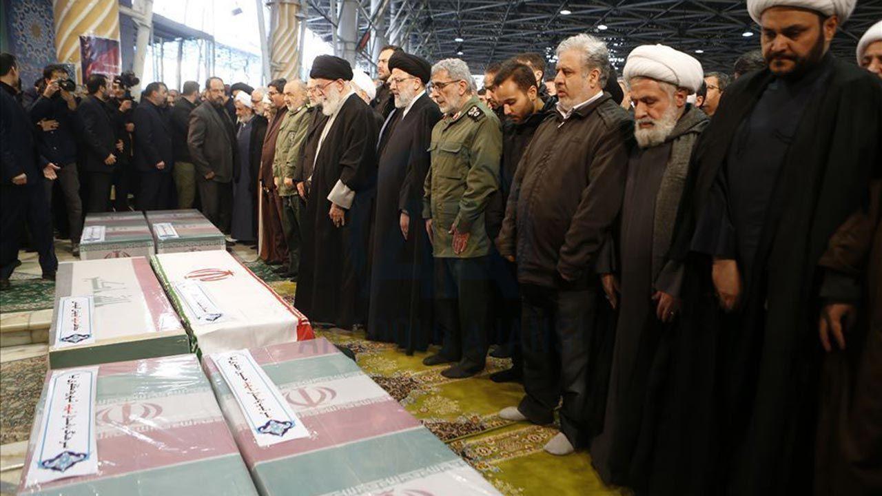 Yüzbinlerce İranlı Kasım Süleymani'nin cenazesine katıldı - Sayfa 1