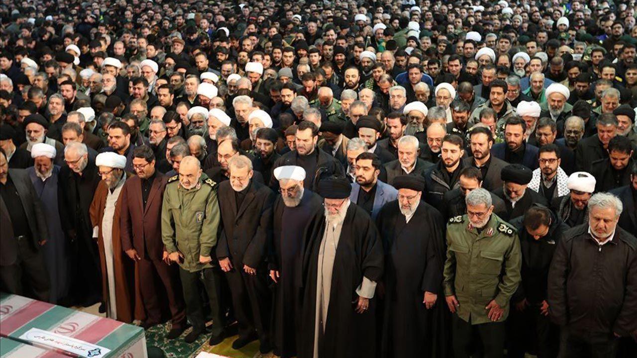Yüzbinlerce İranlı Kasım Süleymani'nin cenazesine katıldı - Sayfa 2