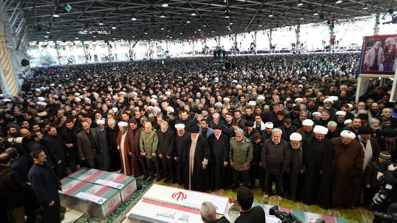 Yüzbinlerce İranlı Kasım Süleymani'nin cenazesine katıldı - Sayfa 3