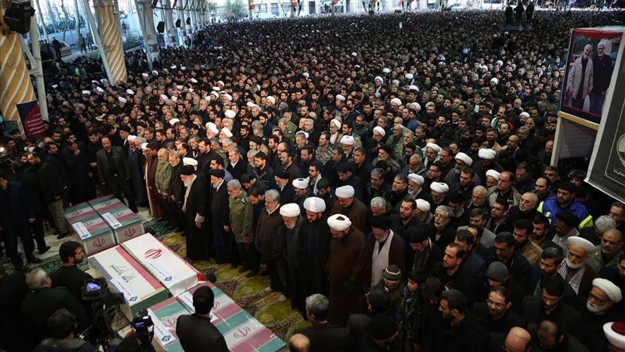Yüzbinlerce İranlı Kasım Süleymani'nin cenazesine katıldı - Sayfa 4
