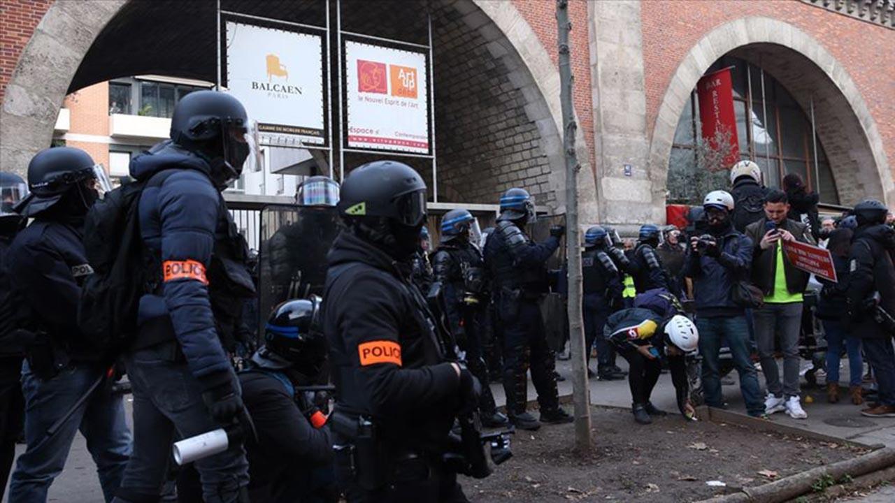 Paris'teki gösterilerde Türk gazeteci yaralandı