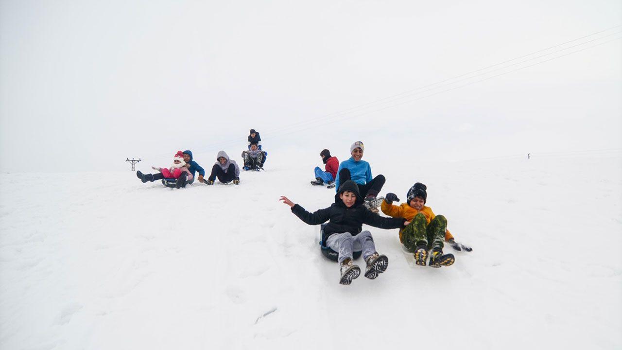Tuncelili çocukların kızaklı kayak keyfi - Sayfa 3