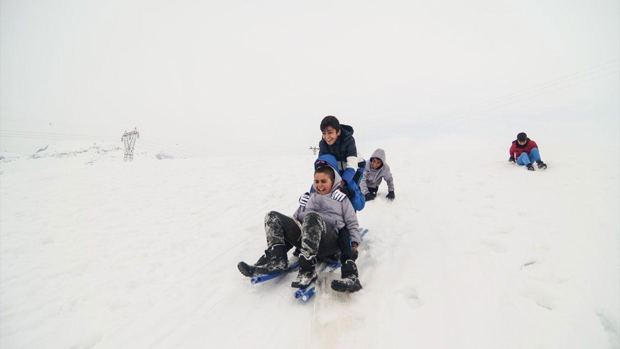 Tuncelili çocukların kızaklı kayak keyfi - Sayfa 4
