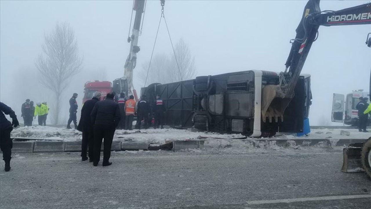 Isparta'da yolcu otobüsü devrildi, 29 yaralı