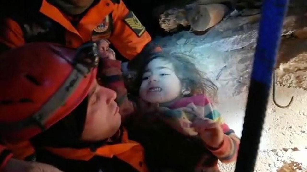 2,5 yaşındaki Yüsra ve annesi kurtarıldı; ama baba