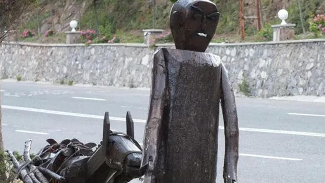 Ankara'da 'Put' diyerek 30 heykeli yıktılar