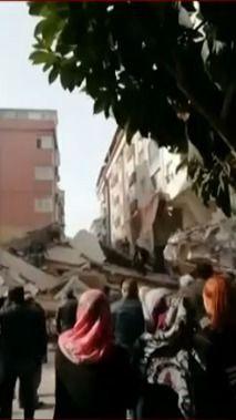 İstanbul'da çöken binadan ilk görüntüler - Sayfa 4