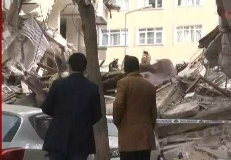 İstanbul'da çöken binadan ilk görüntüler - Sayfa 2