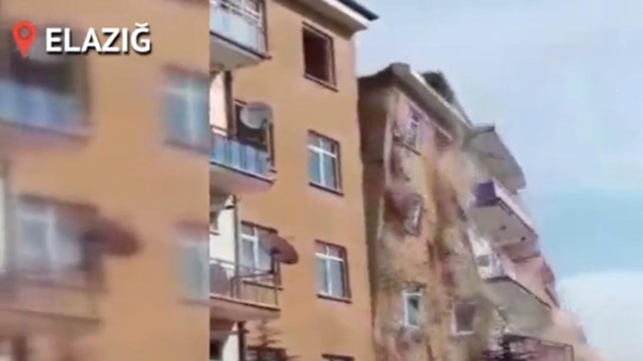 Elazığ'daki depremde hasarlı bina yıkıldı