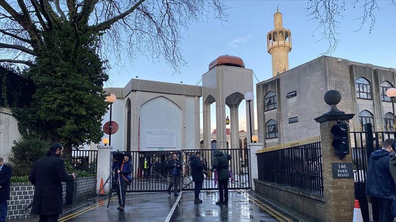 Londra'da camiye saldırı