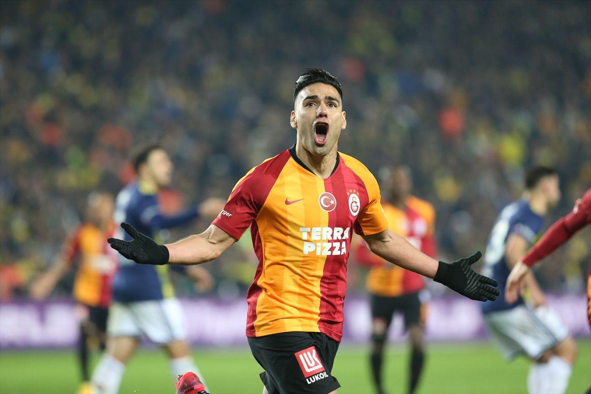Fenerbahçe  - Galatasaray derbisinden kareler - Sayfa 1