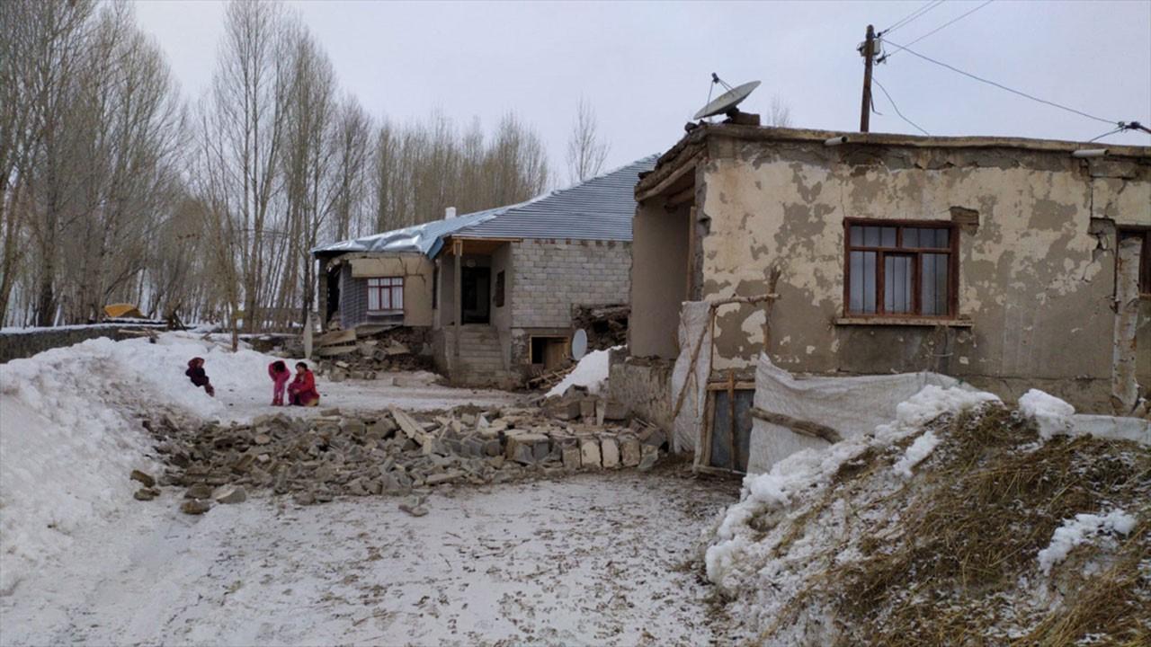 Van'da yıkılan köylerden ilk görüntüler