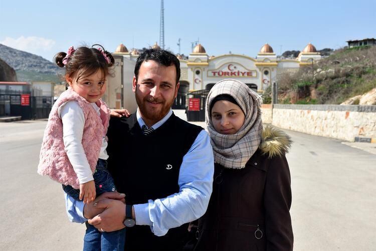 Hayat Güzeldir filmini hatırlatan minik İdlibli ailesiyle birlikte Türkiye'ye getirildi - Sayfa 3