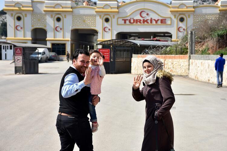 Hayat Güzeldir filmini hatırlatan minik İdlibli ailesiyle birlikte Türkiye'ye getirildi - Sayfa 2