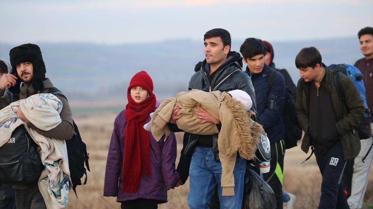 Türkiye kapıları açtı, mültecileri bıraktı, Avrupa'ya doğru hareket başladı