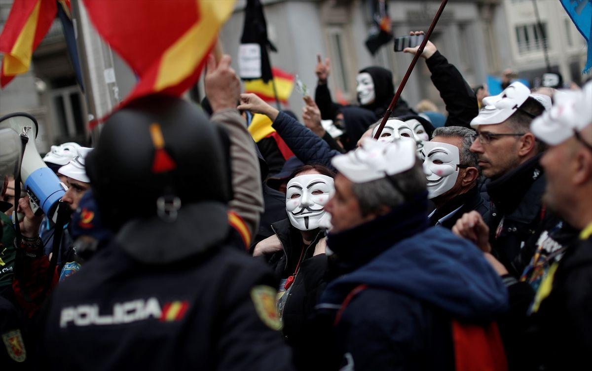 İspanya'da polis ve jandarma maaş için protesto gösterisi düzenledi - Sayfa 1
