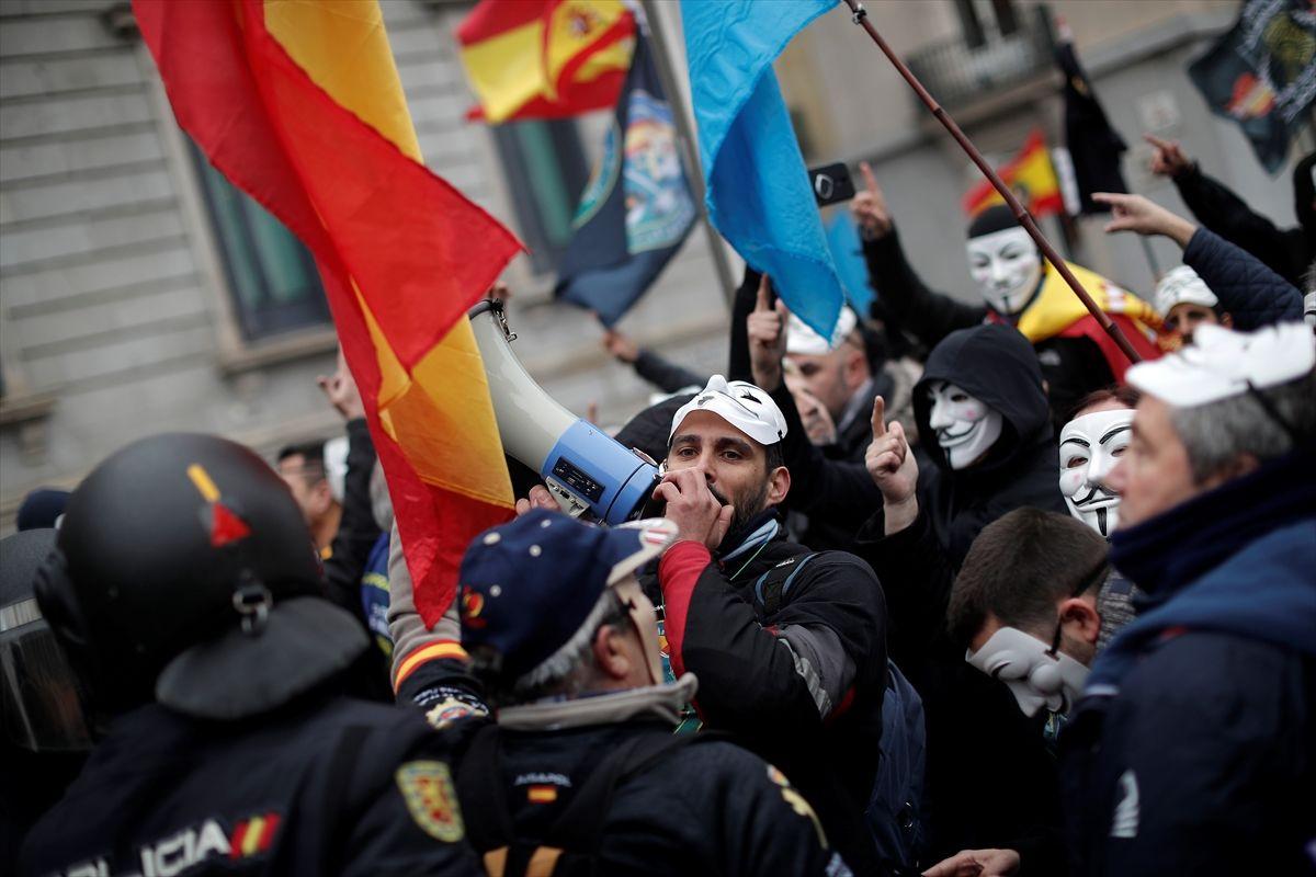 İspanya'da polis ve jandarma maaş için protesto gösterisi düzenledi - Sayfa 2