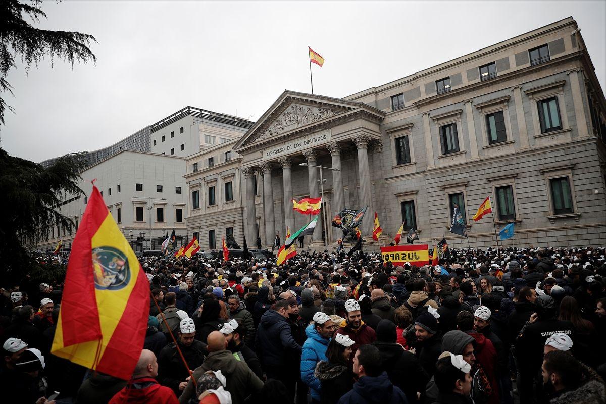 İspanya'da polis ve jandarma maaş için protesto gösterisi düzenledi - Sayfa 3