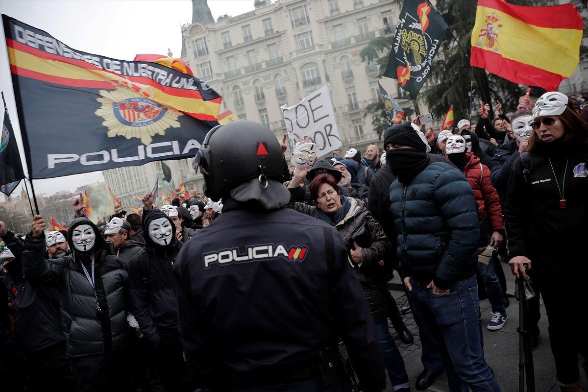 İspanya'da polis ve jandarma maaş için protesto gösterisi düzenledi - Sayfa 4