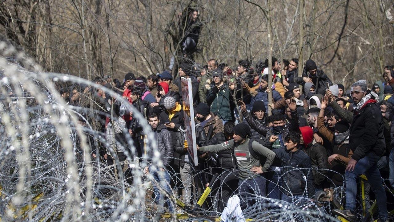 Mültecilerin arasına karışıp kaçacaklardı