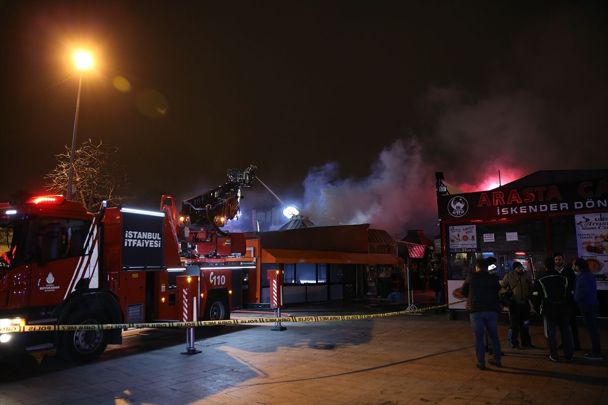 İstanbul'da gece yarısı korkutan yangın - Sayfa 1