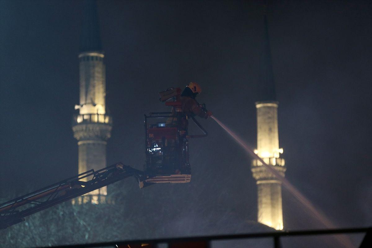 İstanbul'da gece yarısı korkutan yangın - Sayfa 2