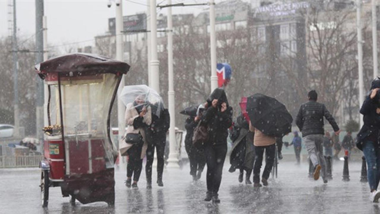 Düzce'de yoğun yağış nedeniyle kaza: Yaralılar var