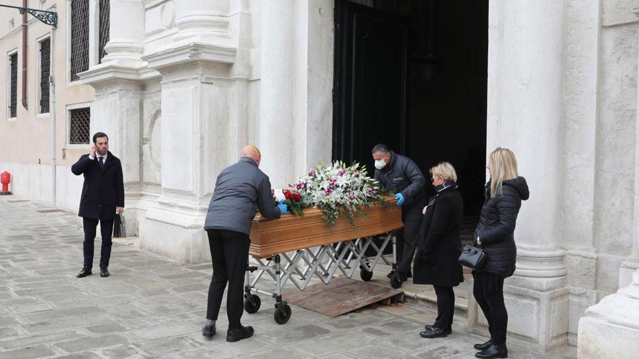 İtalya'da son 24 saatte 743 kişi öldü
