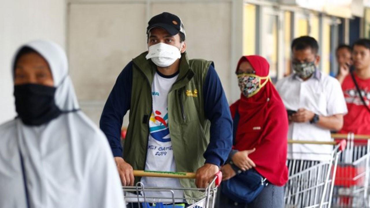 Endonezya'da aynı anda üç felaket