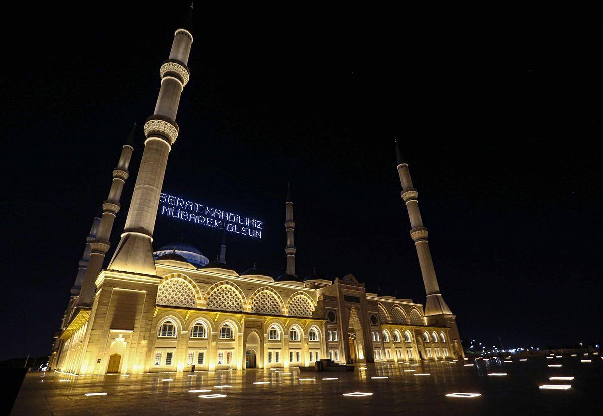 Mübarek gecede camilerde yürek burkan sessizlik! - Sayfa 3