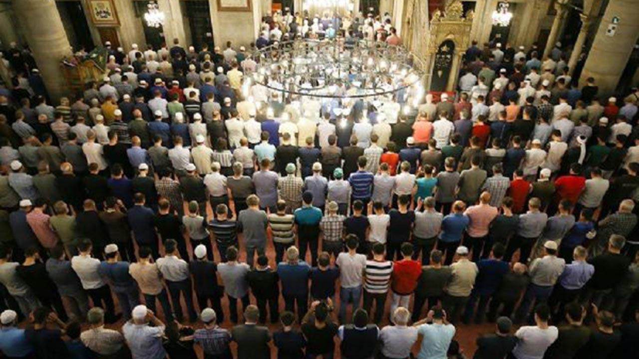 Camilerde teravih namazları kılınacak mı?