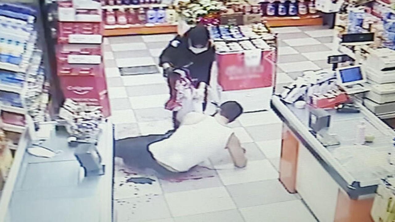 Esenyurt'ta dehşet! Evindeki adamı bıçakladı