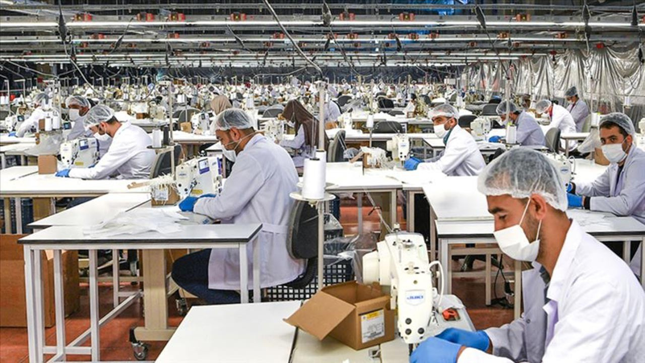 Günde 2 milyon maske üretiliyor
