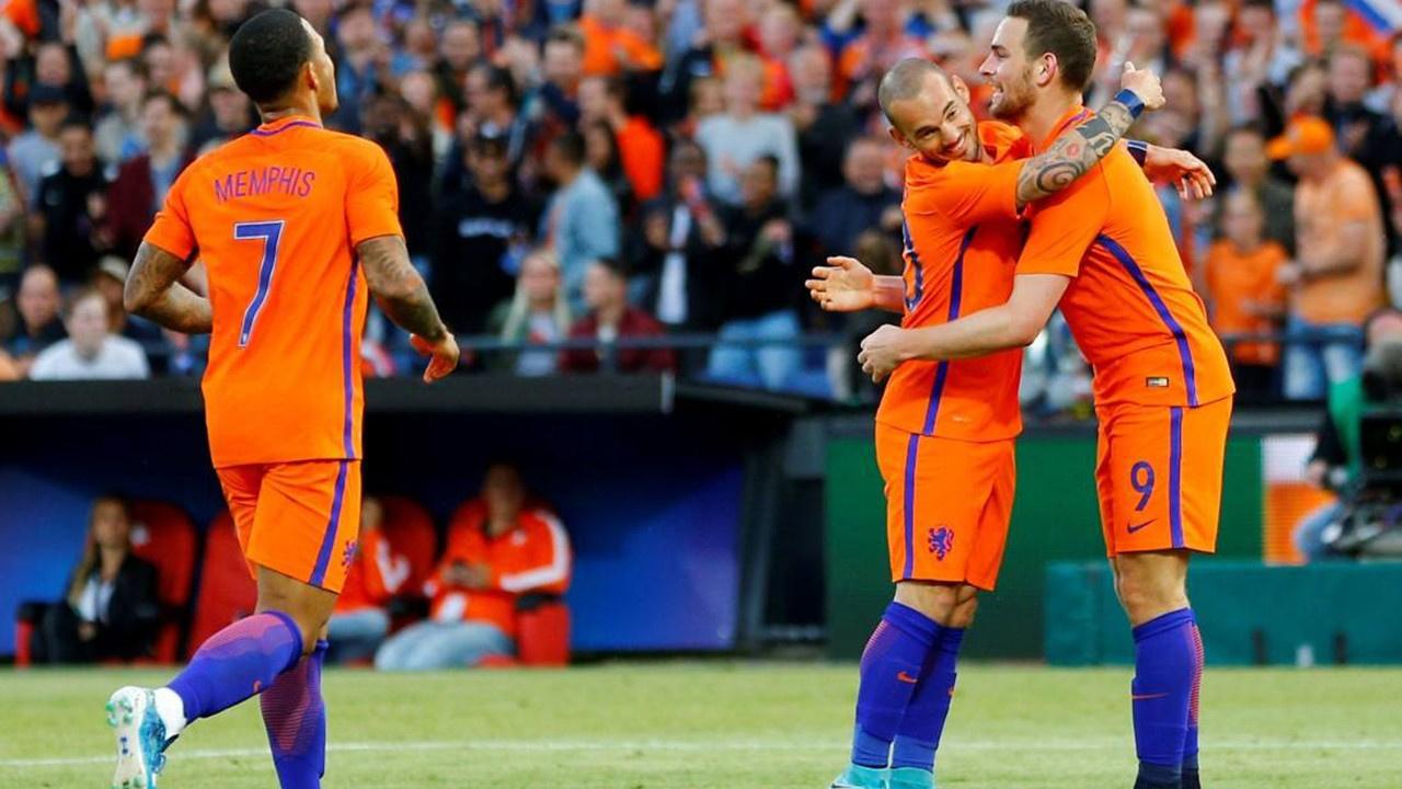 Hollanda'dan futbol için önemli karar