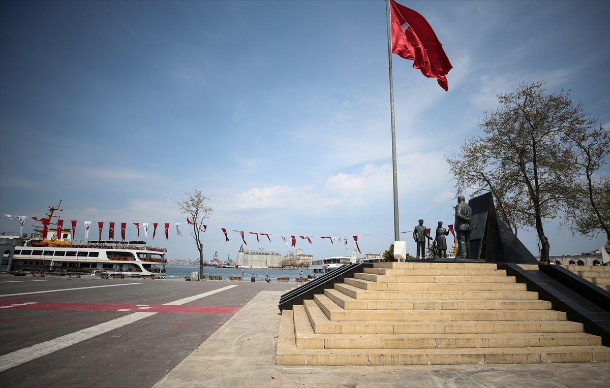 İstanbul'da meydanlar, sahiller bomboş - Sayfa 1