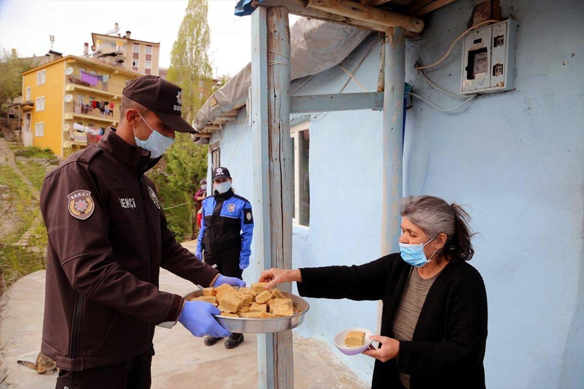 Fadime teyze yaptı polis ve bekçiler dağıttı - Sayfa 2